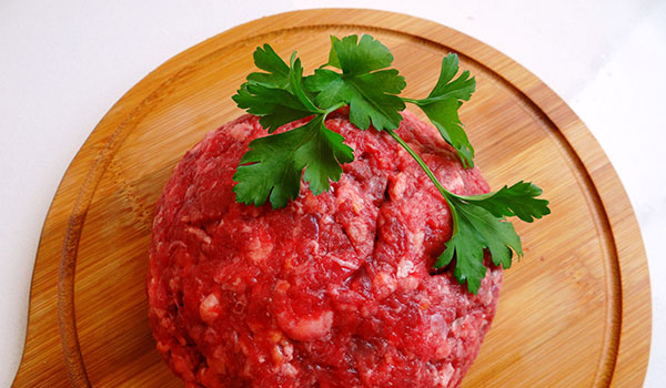 Nutritious, fresh, mince meat to keep your cat or dog healthy.